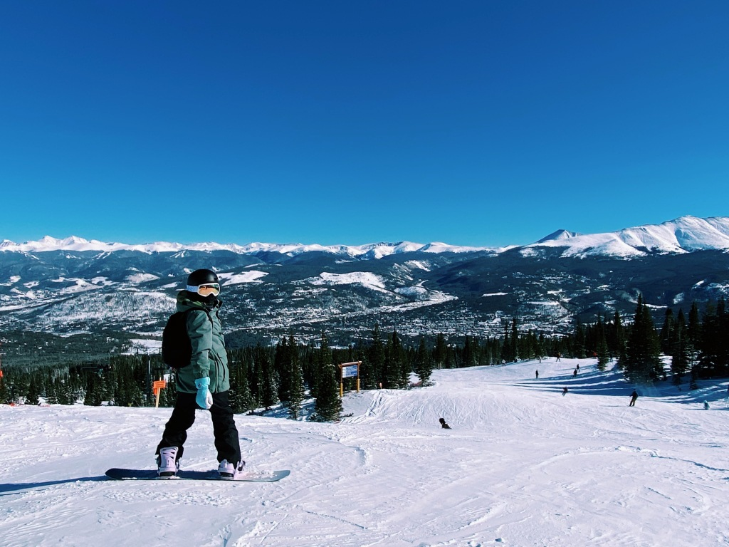 snowboarder with mountains at breckenridge